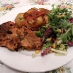 Propozycja podania - sałatka z ziemniakami z wody i filetem z kurczaka