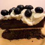 Bezglutenowy, bezmleczny i bezjajeczny tort z mąki gryczanej przekładany kremem kokosowym