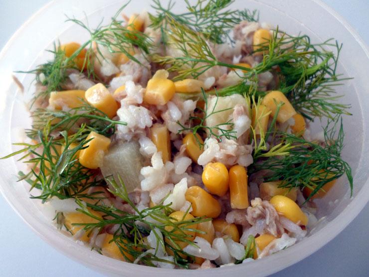 Salatka Z Tunczykiem Kukurydza I Ananasem
