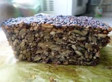 Szybki bezglutenowy chleb cały z ziaren