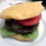 Moje pierwsze arepas użyłam jako bułki do hamburgera - przepis na blogu już wkrótce!
