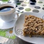Kawa z szarlotką to idealne połączenie, gwarantujące chwilę przyjemności podczas przerwy w pracy :)