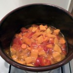 Gotujące się bataty, papryka i marchewka