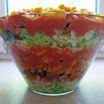 Gotowa sałatka z zamieszczonego przepisu